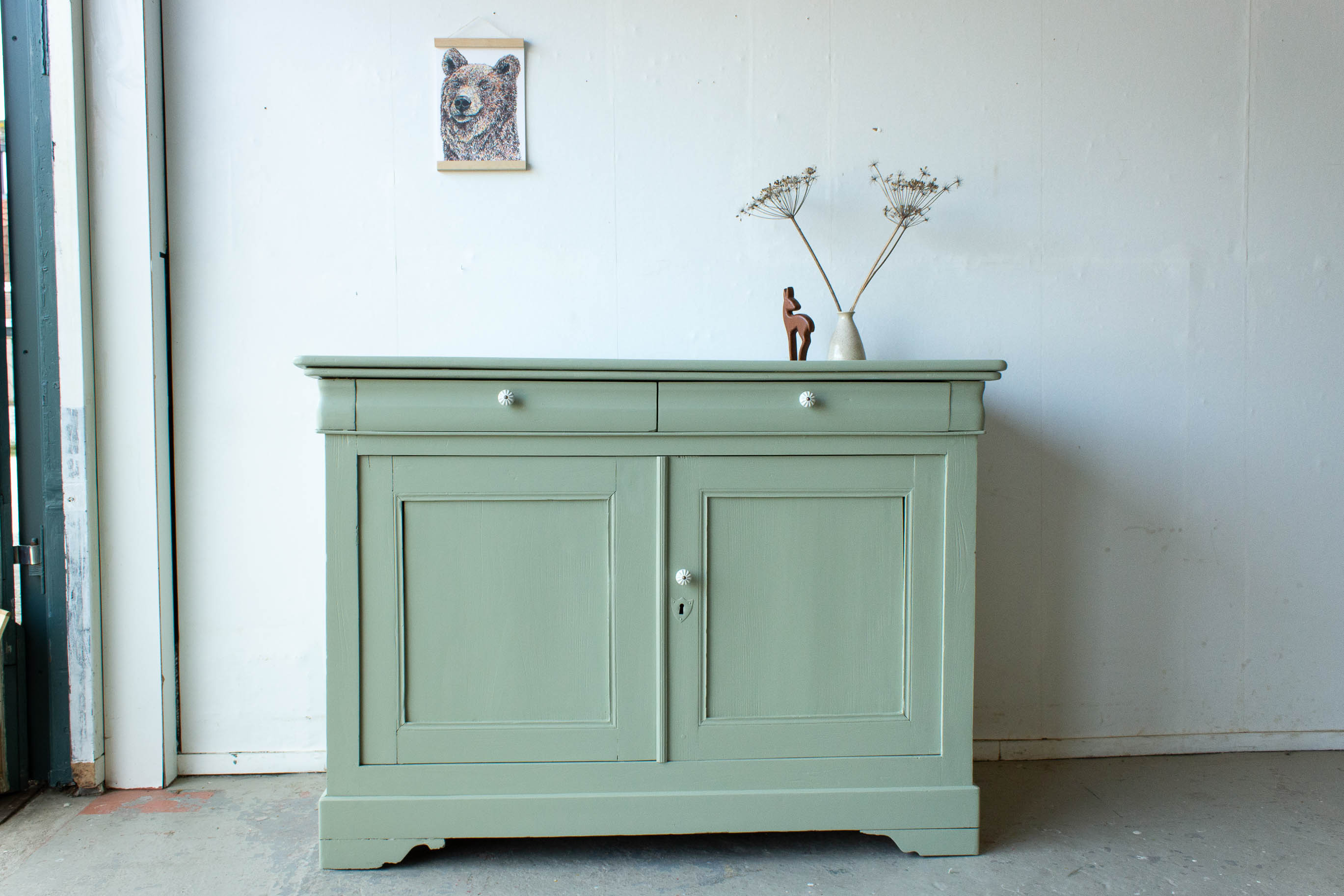 2242   Warmgroene Brede Vintage Commode