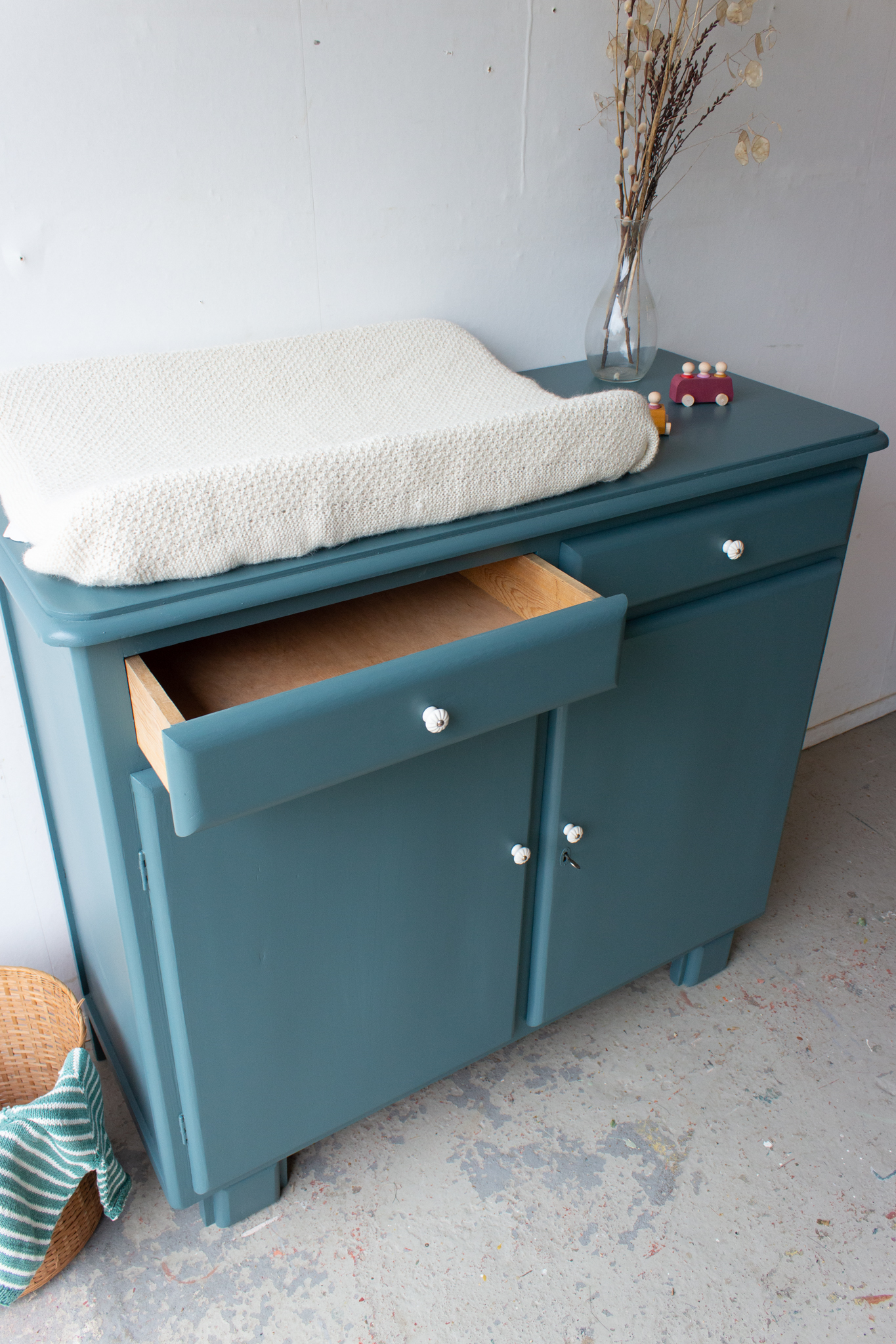 2263   Retro Commode In Zeegroen