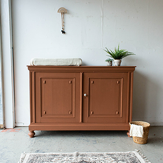Roestkleurige ruime vintage commode - Firma Zoethout